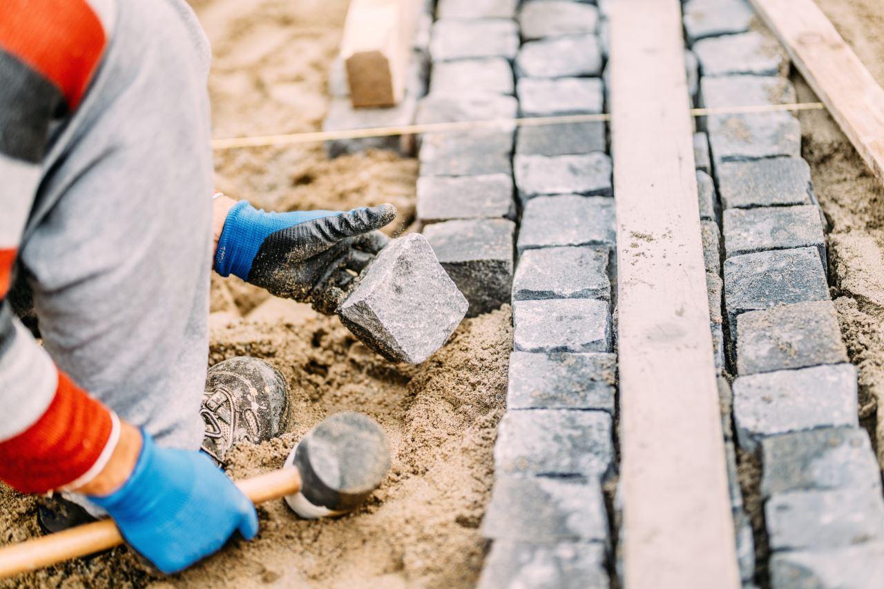 Układanie kostki granitowej